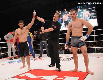 Бои без правил: M-1 Challenge XXIII. Grishin vs Guram. Фото с сайта mixfight.ru
