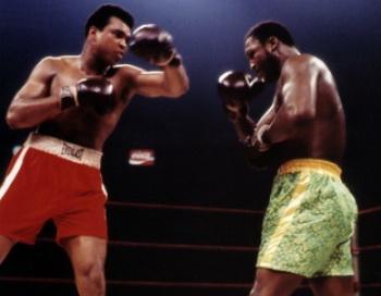 Джо Фрайзер (R) - Мохаммед Али (L). Фото с сайта boxing4life.ru