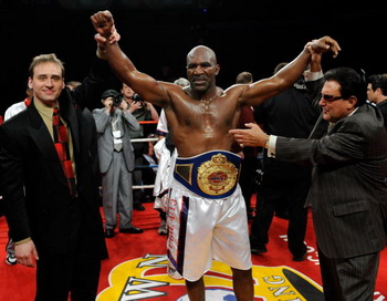 Эвандер Холифилд бывший абсолютный чемпион мира по боксу в тяжелом весе. Фото: Ethan MILLER/Getty Images