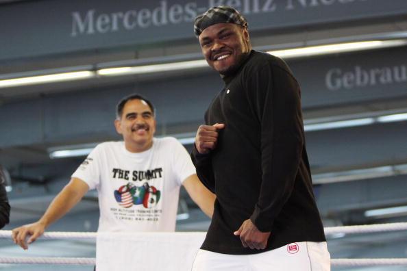 Сэмюэль  Питер экс-чемпион по боксу по версии WBC. Фото: Alex GGIMM/Bongarts/Getty Images