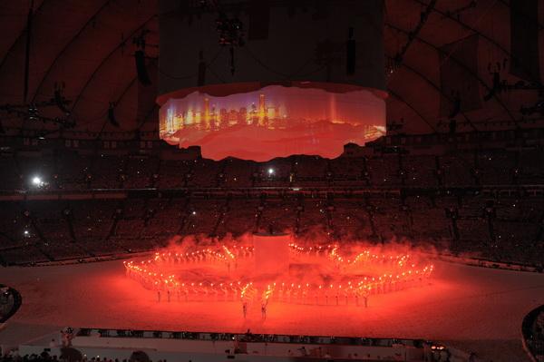 В Ванкувере XXI зимняя Олимпиада объявлена открытой. Фото: DAVID HECKER/AFP/Getty Images