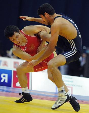 Виктор Лебедев впервые стал чемпионом мира (L). Фото: ALEXANDER NEMENOV/AFP/Getty Images