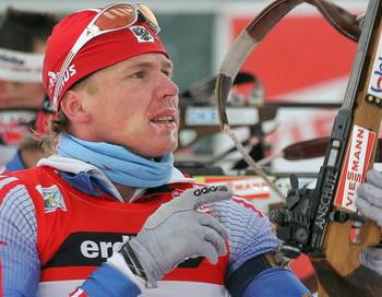 Иван Черезов выиграл гонку на этапе Кубка мира по биатлону. Фото: Alexander NEMENOV/AFP/Getty Images