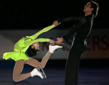 Юко Кавагути и Александр Смирнов  заняли третье место в короткой программе. Фото: Yuri KADOBNOV/AFP/Getty Images