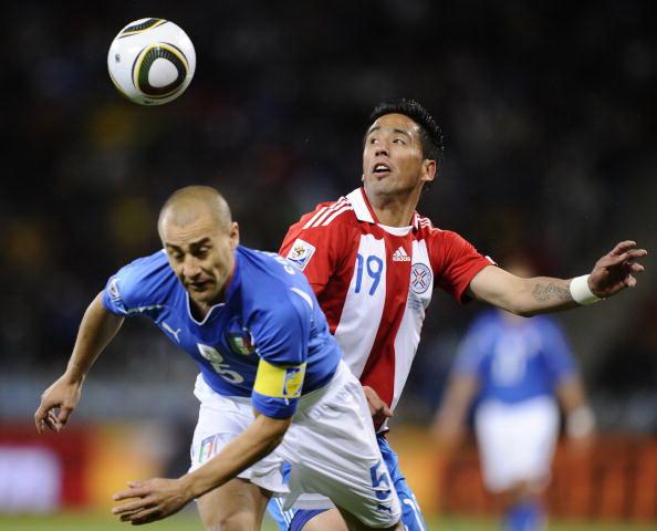Италия – Парагвай. Фото: Norberto DUARTE, Carl DE SOUZA Filippo MONTEFORTE, Karim JAAFAR, /AFP/Getty Images