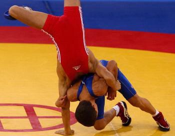 Юношеские Олимпийские игры в Сингапуре. Руслан Аджигов завоевал первое золото. Фото: Mark DADSWELL/Getty Images