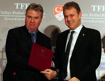 Хиддинк стал наставником сборной Турции. Фото: Mustafa OZER/AFP/Getty Images