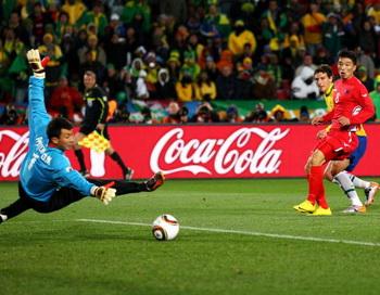 Сборная Бразилии обыграла команду КНДР - 2:1. Фото: Richard HEATHCOTE/Getty Images