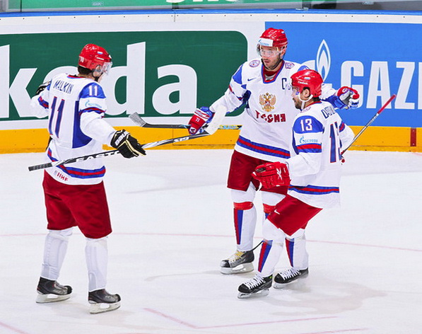Евгений Малкин (R), Сергей Гончар (S), Павел Дацюк (L). Фото с сайта livesport.ru