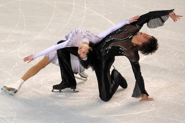 Юко Кавагути и Александр Смирнов. Фото: JANEK SKARZYNSKI/AFP/Getty Images