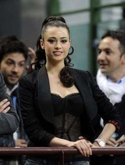 Актриса Мартина Стелла во время матча «Интер» - «Барселона». Фото: Claudio VILL/Getty Images