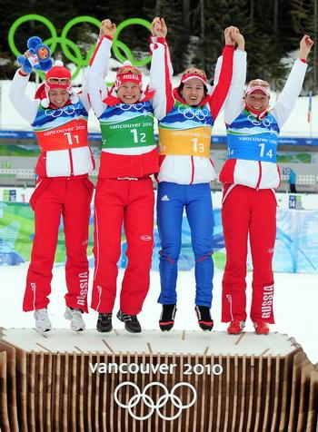 Женская сборная России по биатлону выиграла эстафету. Фото: Shaun BOTTERILL/Getty Images