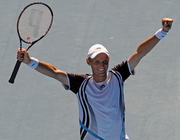 Николай Давыденко вышел в 1/4 финала Открытого чемпионата Австралии по теннису. Фото: WILLIAM WEST/AFP/Getty Images
