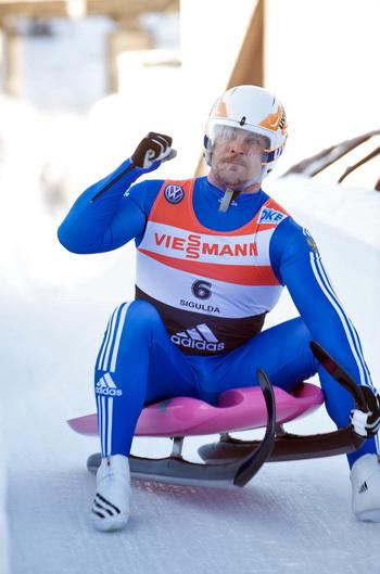 Альберт Демченко стал чемпионом Европы по санному спорту. Фото: ILMARS ZNOTINS/AFP/Getty Images