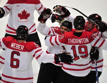 Сборная Канады вышла в полуфинал олимпийского хоккейного турнира. Фото: Cris BOURONCLE/AFP/Getty Images
