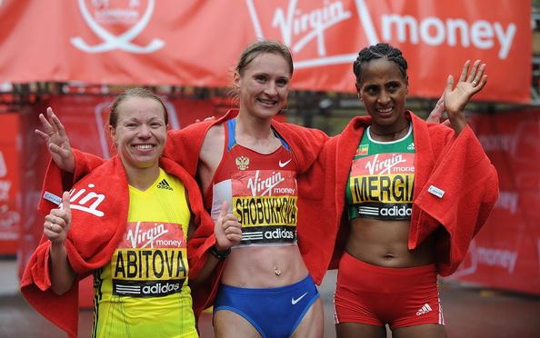 Инга Абитова(L), Лилия Шобухова(C), Аселефеш Мергу(R) Фото: Christopher LEE /Getty Images