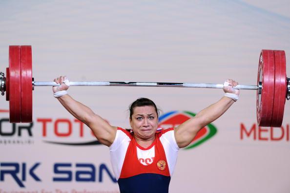 Надежда Евстюхина выиграла бронзу в двоеборье, набрав в сумме двоеборья 283 кг. Фото: MUSTAFA OZER/AFP/Getty Images