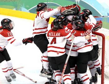Женская сборная Канады по хоккею завоевали золотые медали Олимпиады. Фото с сайта livesport.ru