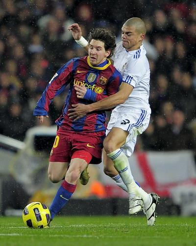 «Барселона» разгромила «Реал» со счетом 5:0 в ключевом матче чемпионата Испании. Фото: JOSEP LAGO, JAVIER SORIANO, LLUIS GENE, JASPER JUINEN, DAVID RAMOS /AFP/Getty Images