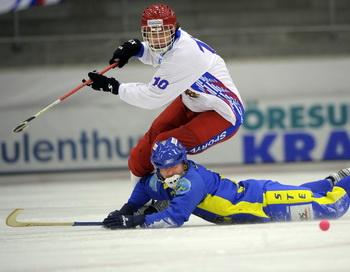 Российская команда по хоккею с мячом вышла в финал чемпионата мира. Фото: FREDRIK SANDBERG/AFP/Getty Images