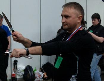 Спортивное метание ножа. Фото с сайта metatel.su