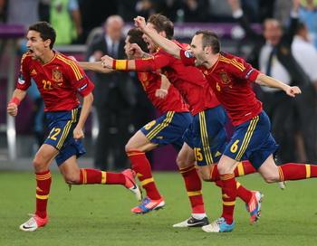 Первым финалистом чемпионата Европы по футболу стала сборная Испании. Фото: Alex Livesey/Getty Images
