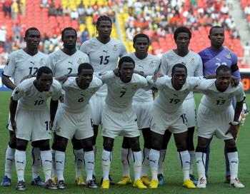 У сборной  Нигерии по футболу есть шанс выйти в четверть финала.Фото: ISSOUF SANOGO/AFP/Getty Images