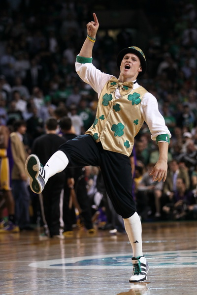 Лаки, талисман Boston Celtics. Фото: Elsa/Getty Images