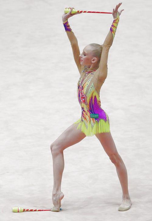 Яна Кудрявцева лучше всех исполнила упражнение с булавами. Фото: ALEXANDER KLEIN/AFP/Getty Images