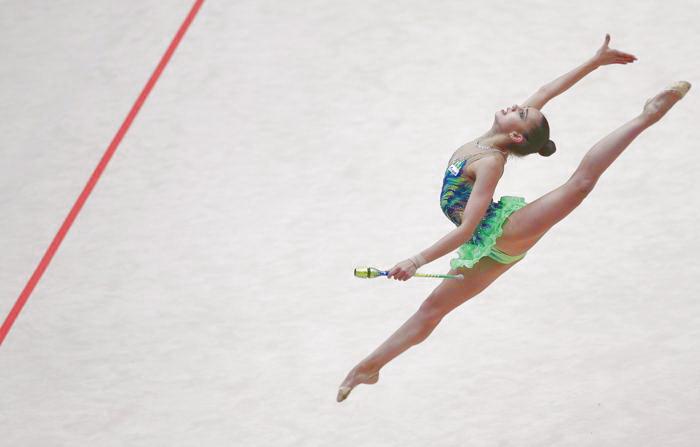 Маргарита Мамун взяла серебро в упражнении с булавами. Фото: ALEXANDER KLEIN/AFP/Getty Images