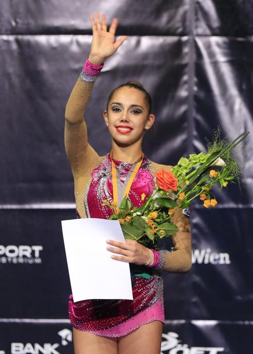 Упражнение лучше всего исполнила Маргарита Мамун, завоевав золотую медаль. Фото: ALEXANDER KLEIN/AFP/Getty Images