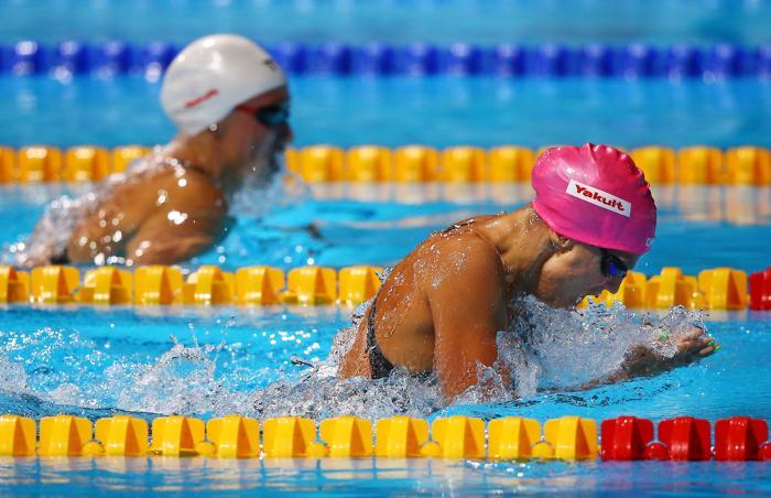 Российская пловчиха Юлия Ефимова стала первой в плавании брасом на дистанции 200 метров в Чемпионате мира по водным видам спорта 2 августа 2013 года в испанской Барселоне. Фото: Al Bello/Getty Images