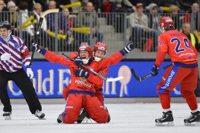 Фоторепортаж с финального матча чемпионата мира по хоккею с мячом между Россией и Швецией 3 февраля 2013 года, Венерсборг, Швеция. Фото: ANDERS WIKLUND/AFP/Getty Images