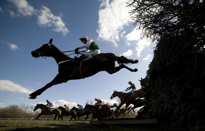 Скачки с препятствиями стартовали в Ливерпуле. Фото: Alan Crowhurst/Getty Images