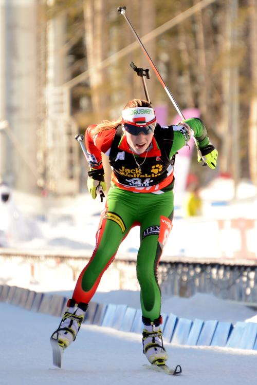 Дарья Домрачева на Кубке мира по биатлону. Фото:  KIRILL KUDRYAVTSEV/AFP/Getty Images