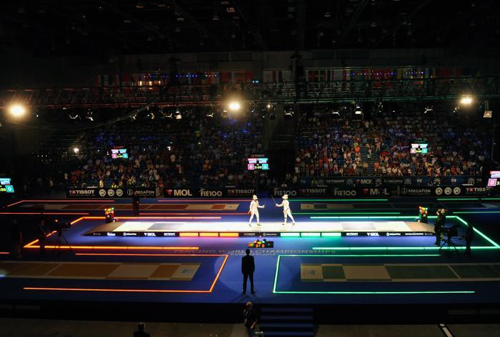 Вениамин Решетников одержал победу в финальном поединке на саблях с Николаем Ковалёвым на Чемпионате мира по фехтованию 7 августа 2013 года. Фото: ATTILA KISBENEDEK/AFP/Getty Images