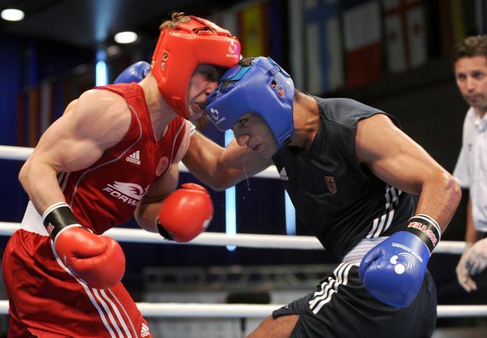 Российский боксёр Александр Беспутин победил на ринге немца Араика Марутяна. Фото: VIKTOR DRACHEV/AFP/Getty Images