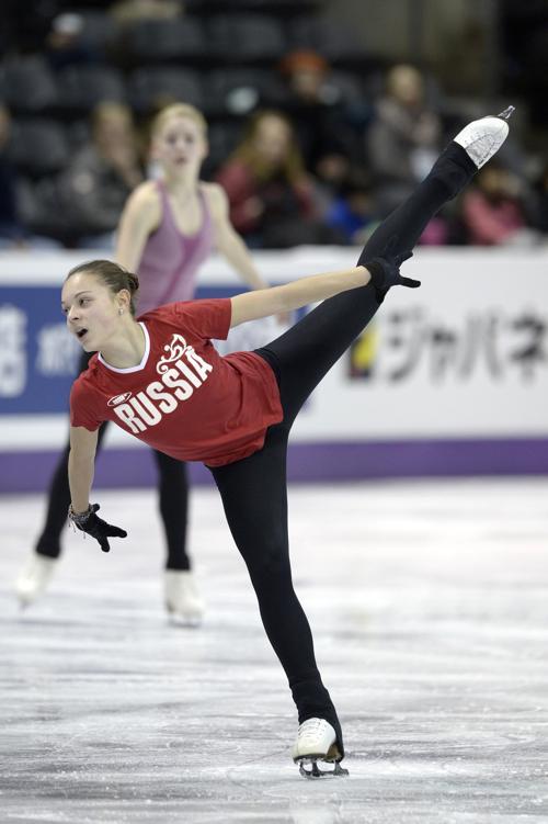 Аделина Сотникова на подготовке к Чемпионату мира в Канаде. Фото: BRENDAN SMIALOWSKI/AFP/Getty Images