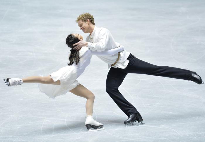 Выступление пар на командном Кубке мира в Токио. Фото: Atsushi Tomura / Getty Images