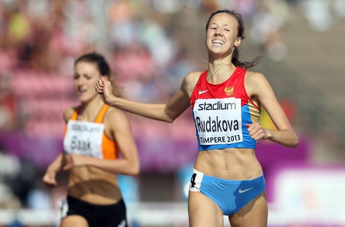 Вера Рудакова стала первой в беге на 400 метров на молодёжном чемпионате Европы по лёгкой атлетике в Тампере (Финляндия) 13 июля 2013 года. Фото: Ian MacNicol/Getty Images