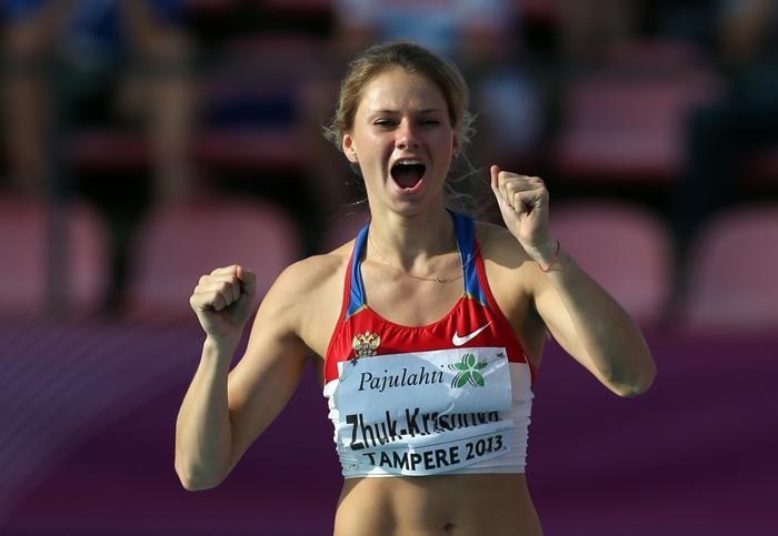 Ангелина Жук-Краснова стала первой в прыжках с шестом на молодёжном чемпионате Европы по лёгкой атлетике в Тампере (Финляндия) 13 июля 2013 года. Фото: Ian MacNicol/Getty Images