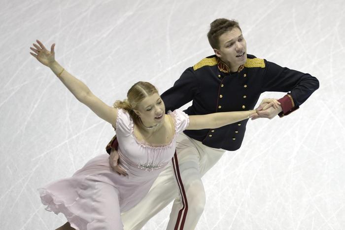 Екатерина Боброва и Дмитрий Соловьёв в короткой программе на ЧМ по фигурному катанию в канадском Лондоне, 14 марта 2013 года. Фото: BRENDAN SMIALOWSKI/AFP/Getty Images