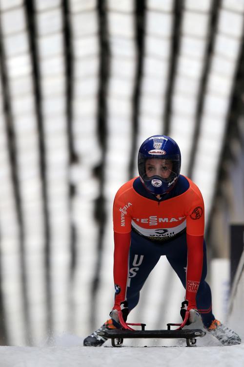 Американка Ноэль Пайкус-Пейс празднует 1 место в скелетоне в Сочи. Фото: Richard Heathcote/Getty Images