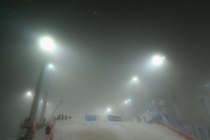Трасса в тумане в экстрим-парке «Розы Хутор» в Сочи. Фото: Richard Heathcote/Getty Images