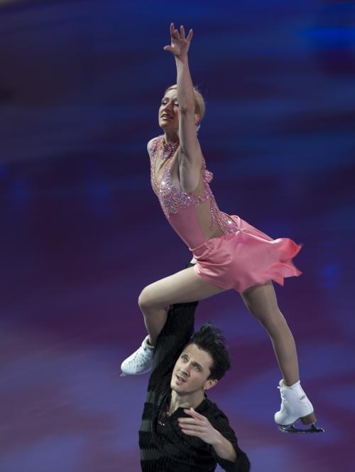 Татьяна Волосожар и Максим Траньков на показательном выступлении 17 марта 2013 года в канадском Лондоне. Фото: GEOFF ROBINS/AFP/Getty Images