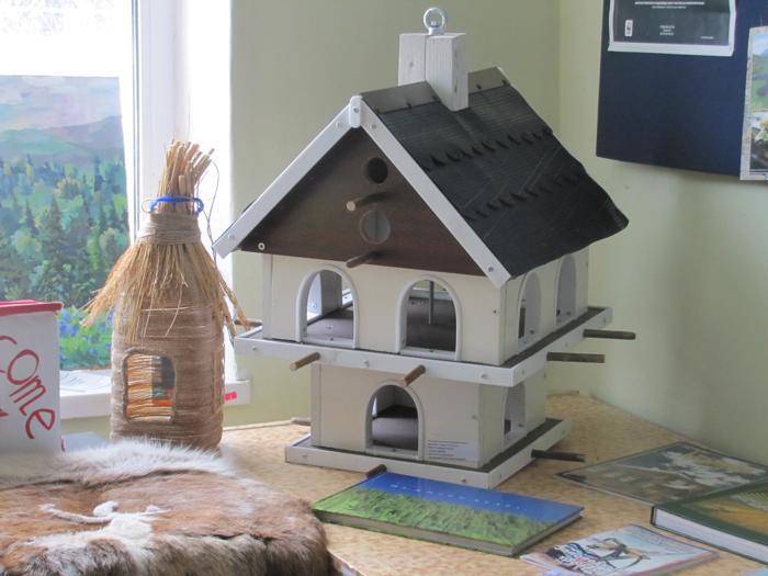 Коттедж для птиц, построенный детьми для экологического центра заповедника. Фото: Мария ЗАГВАЗДИНА/Великая Эпоха (The Epoch Times)