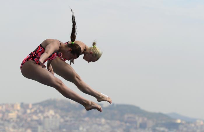 В синхронных прыжках с 3-метрового трамплина россиянки Дарья Говор и Диана Чаплиева заняли 9 место 20 июля 2013 года в испанской Барселоне. Фото: JAVIER SORIANO/AFP/Getty Images
