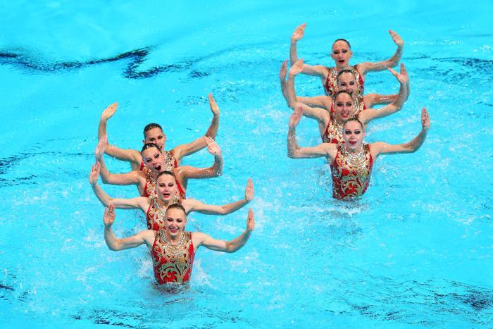 Сборная России по синхронному плаванию выиграла квалификацию технической программы 20 июля 2013 года в испанской Барселоне. Фото: Quinn Rooney/Getty Images