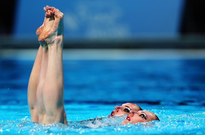 Светлана Ромашина и Светлана Колесниченко стали первыми на Чемпионате мира по водным видам спорта в испанской Барселоне 21 июля 2013 года. Фото: Clive Rose/Getty Images