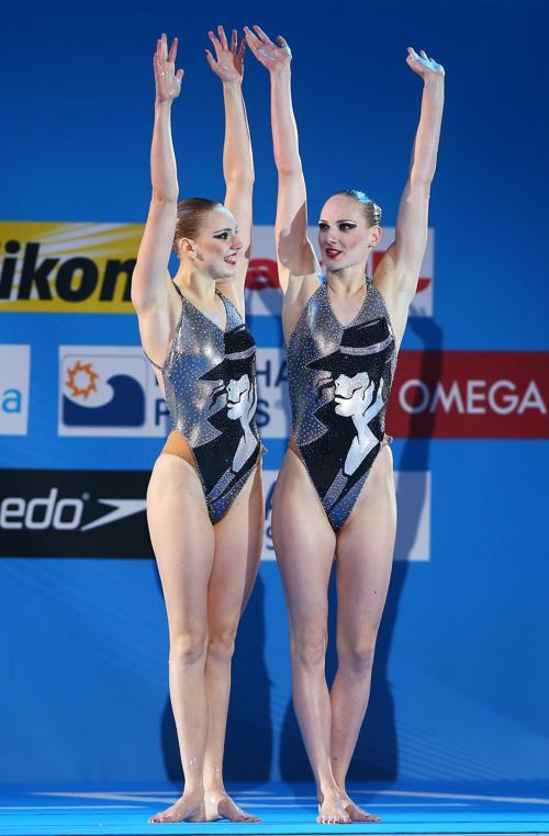 Светлана Ромашина и Светлана Колесниченко стали первыми на Чемпионате мира по водным видам спорта в испанской Барселоне 21 июля 2013 года. Фото: Alexander Hassenstein/Getty Images